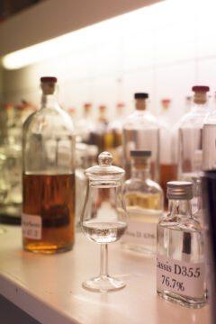 """Tasting samples in the """"laboratory"""". ©Sven Goldmann for RUTTE."""