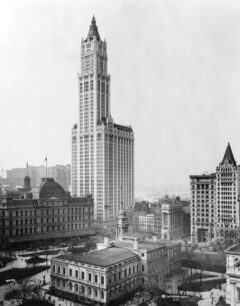 The Woolworth Building in 1913.