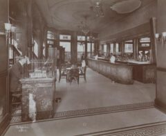 The bar at the Hotel Cadillac, later Hotel Wallick, in 1906.