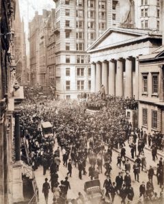 A crowd forms on Wall Street during the 1907 banker panic.