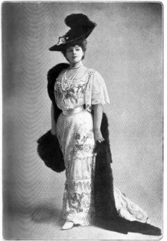Gabrielle Réjane, about 1906.